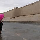 Standing in the rain (Khiva) by Marjolein Katsma