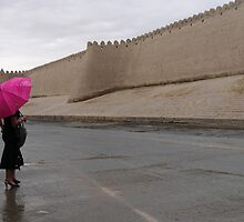 Standing in the rain (Khiva) by Marjolein Katsma