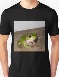 relaxed green tree frog T-Shirt