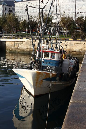 fishing boats moored at the port by james633
