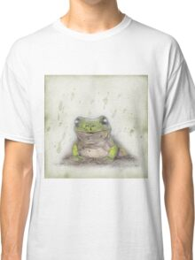 Posing green tree frog Classic T-Shirt