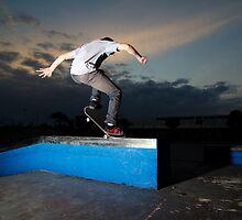Skateboarder on a grind by homydesign