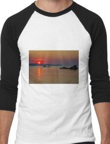 When the sun goes down Men's Baseball ¾ T-Shirt