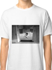 Passing-by cyclist Classic T-Shirt