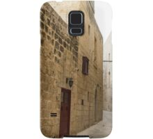 The Silent City - Big Walls Closing in and an Inviting Red Door in Mdina, Malta Samsung Galaxy Case/Skin