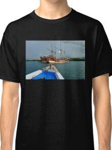 Thar Be Pirates ! Classic T-Shirt