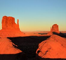Monument Valley sunset, Utah by Pierre Leclerc