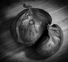 B&W Shallot in Wooden Bowl 2 by LutherAnn