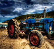 Rusty old tractor by Erik Brede
