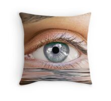 Human eye reflected Throw Pillow