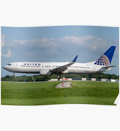 N18243 United Boeing 737-824 KCLE Aug 2011 Poster
