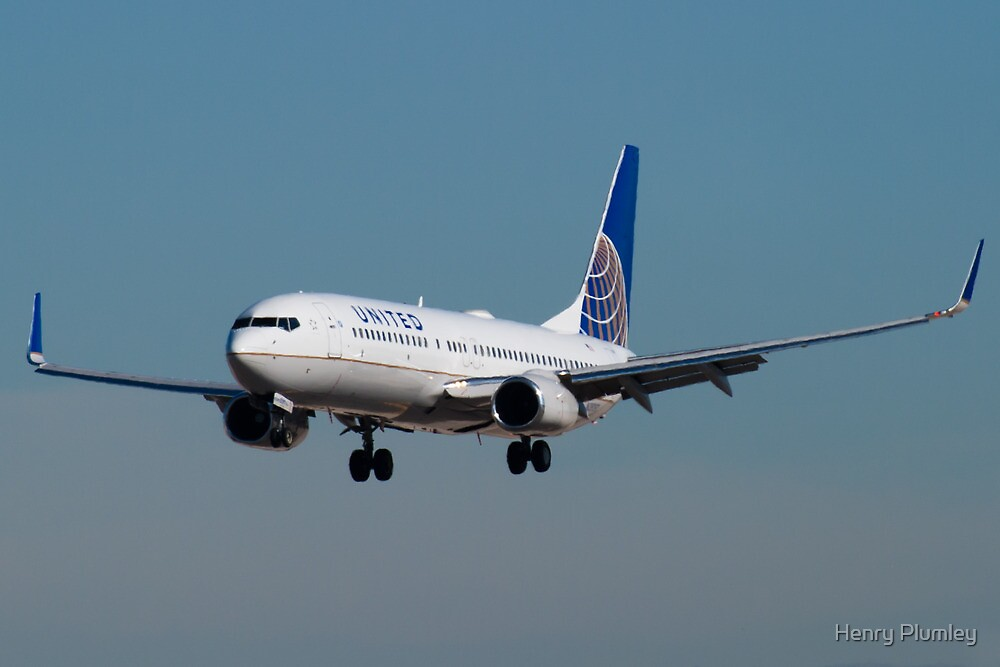 N38257 United Continental Boeing 737-824 by Henry Plumley