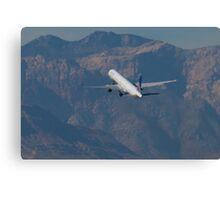 N57870 United Continental Boeing 757-33N Canvas Print