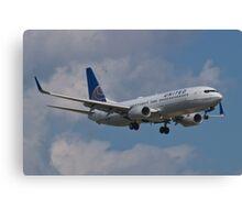 N77518 Side Shot United Boeing 737-824 Canvas Print