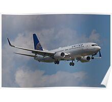 N77518 Side Shot United Boeing 737-824 Poster