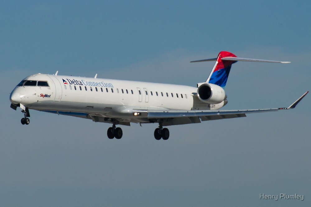 N807SK Delta Connection Skywest CRJ-900LR by Henry Plumley