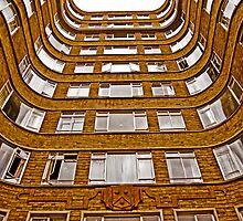 Curve wall by eddiechui