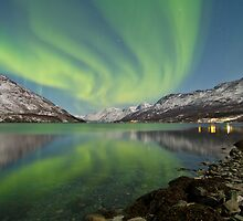 Aurora Reflection by Frank Olsen