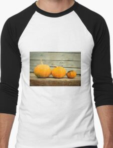 Pumpkins on a wooden background Men's Baseball ¾ T-Shirt