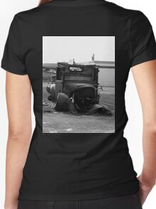 Rusty Old Car Women's Fitted V-Neck T-Shirt