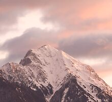 Mountain peak at sunrise by Ian Middleton