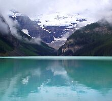 Lake Louise by WeLikeBears