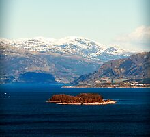 Fjords and Mountains. by tutulele