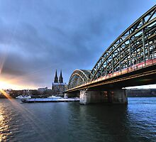 Köln at sunset by astrolabio