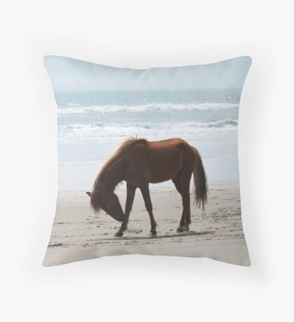 horse itch Throw Pillow
