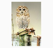 Tawny owl in the snow Unisex T-Shirt