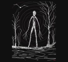 dark creepy slender man in forest on Halloween by Tia Knight Kids Tee