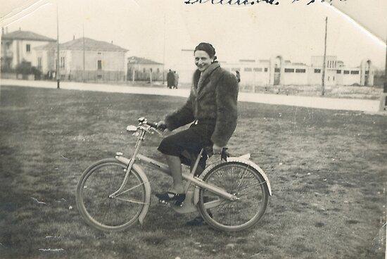 la zia maria in bicicletta durante la guerra...nelle campagne emilianeEUROPA 2800 VISUALIZZ.OTTOBRE 2013 - VETRINA RB EXPLORE 9 GIUGNO 2013 -                                        ... by Guendalyn