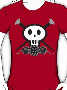 Knitting needles skull and yarn t-shirt T-Shirt
