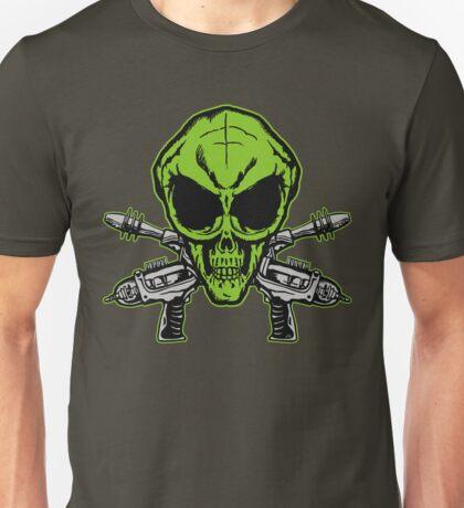 Alien Skull with crossed blasters Unisex T-Shirt