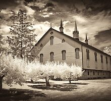 Classic Old Barn by ©  Paul W. Faust
