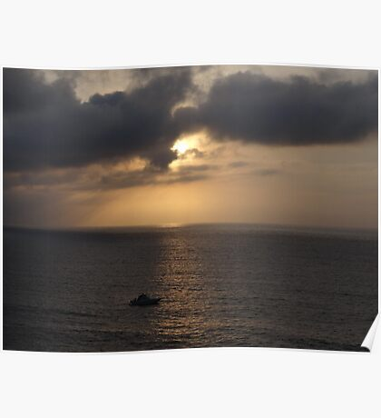 Cloudy Sunset with Boat - Puesta del Sol nublasa con Barco Poster