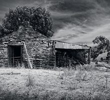 Stone shed by Jan Pudney