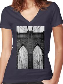 Brooklyn Bridge Profile Women's Fitted V-Neck T-Shirt