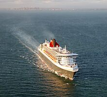 Queen Mary 2 - Port Phillip Bay by Peter Redmond