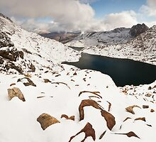 Snowdonia in Winter by etunar