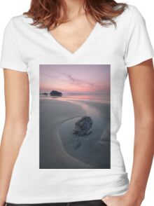 A Soothing Bedruthan Steps, Cornwall Sunset Women's Fitted V-Neck T-Shirt