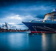 Queen Mary 2 vs Opera House by Stephane Milbank