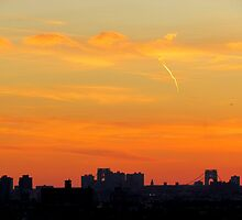 Melon sky, New York City  by Alberto  DeJesus