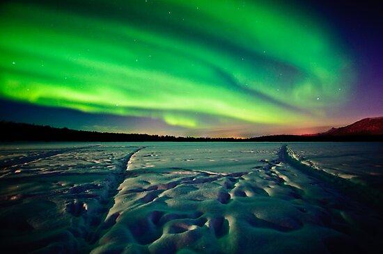 Beach Lake Aurora by mikewheels