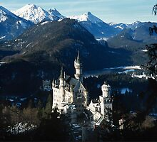 Neuschwanstein schloss in snow winter by sloweater