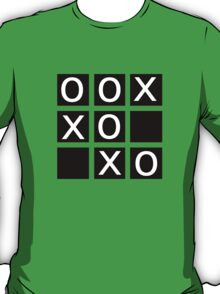 noughts and crosses T-Shirt