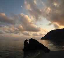 Silhouette Al Mare by Emma Holmes