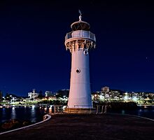 Wollongong Breakwater Lighthouse by Tony Steinberg