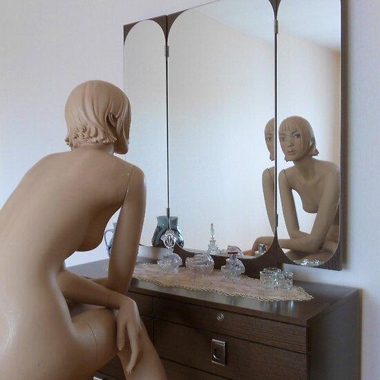 In the mirror by Vanessa Nelissen