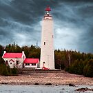 Cove Island Lighthouse - Ontario by Yannik Hay